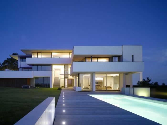 Schöne häuser minimalistische architektur weiße gestaltung