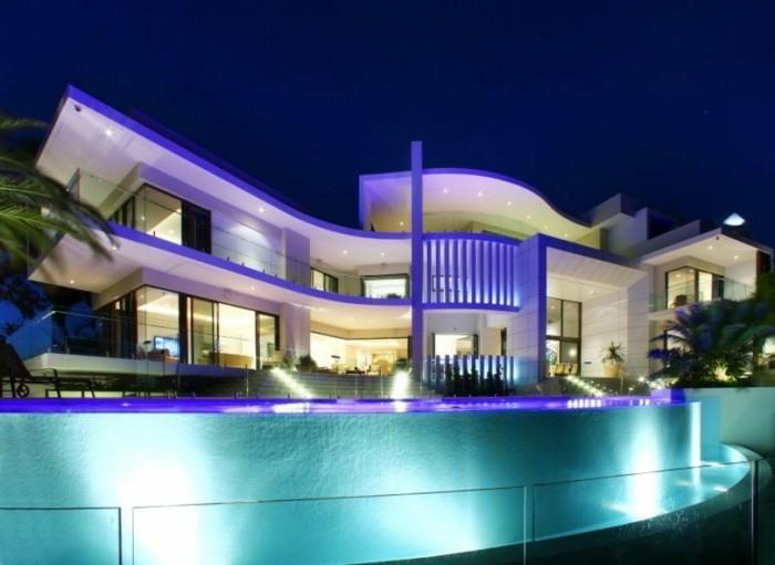 schöne-häuser-wundervolles-modell-mit-einem-großen-pool