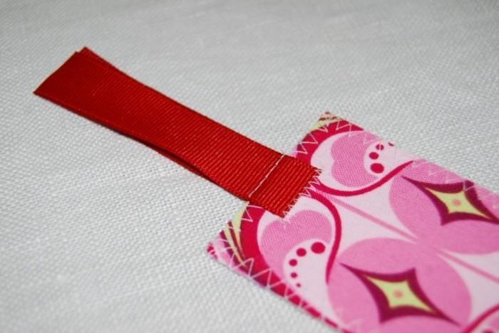 schöne-lesezeichen-häkeln-rosige-farbe