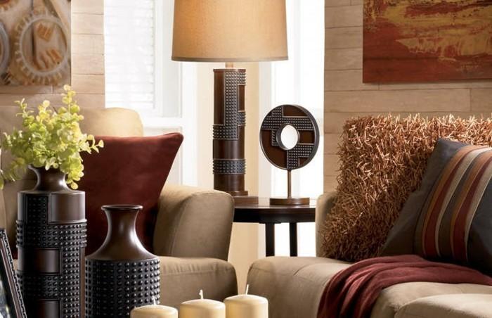 schöne-raumgestaltung-lampe-neben-dem-sofa-im-wohnzimmer
