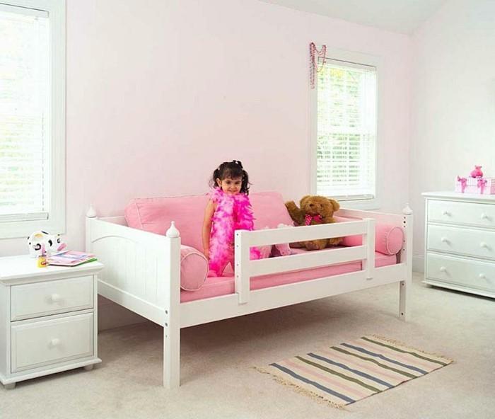 schöne-zimmer-ideen-für-mädchen-rosiges-bett-und-bleiche-wände