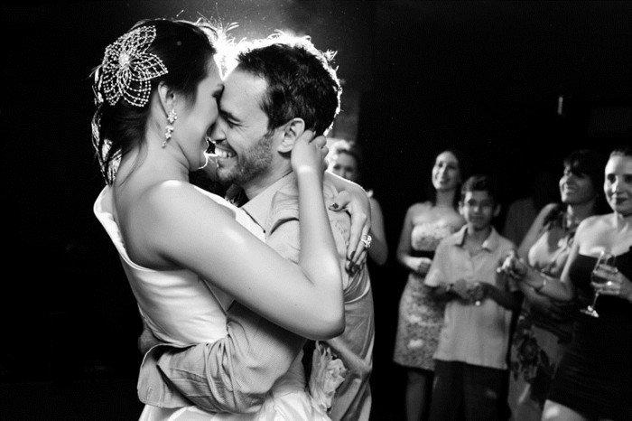schönes-Hochzeitsfoto-der-erste-Tanz