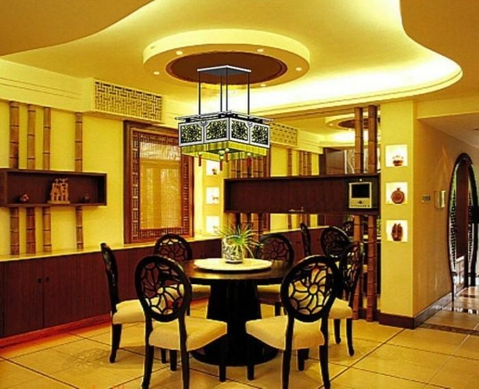 schönes-licht-im-esszimmer-unikale-zimmerdecke-moderne-gestaltung