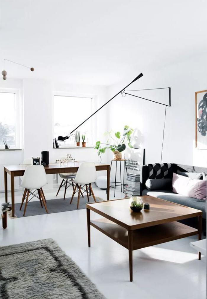 schlichtes-Modell-Wohnzimmertisch-aus-Holz