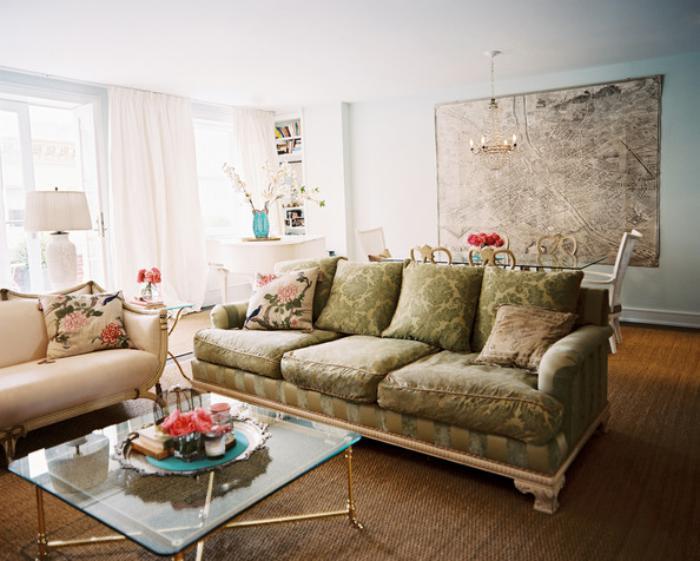 shabby-chic-Wohnzimmer-Einrichtung-Sofas-gläserner-Wohnzimmertisch