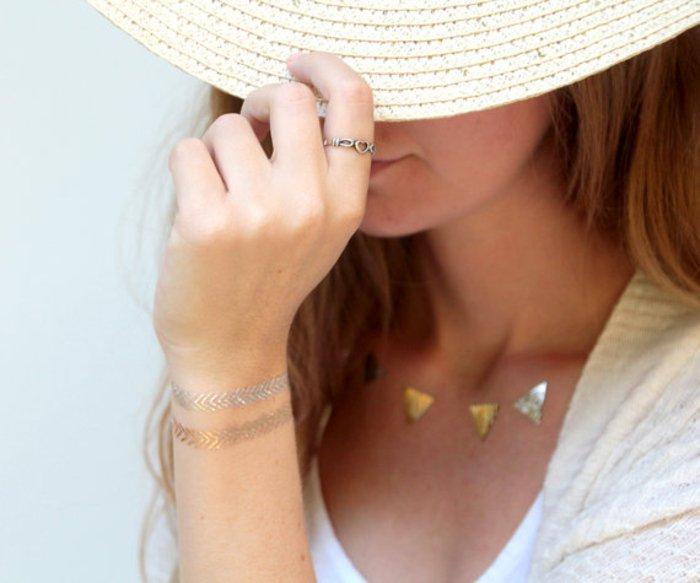 silberne-goldene-temporäre-Tattoos-für-Frauen
