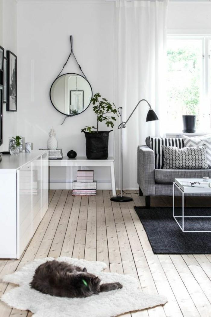 simples-weiß-graues-Interieur-mit-Holzparkett