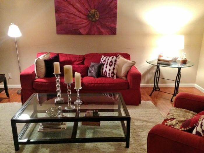 stilvolle-Einrichtung-Wandbild-mit-Blumen-Darstellung-feine-Möbel-Sessel-Sofa-rot