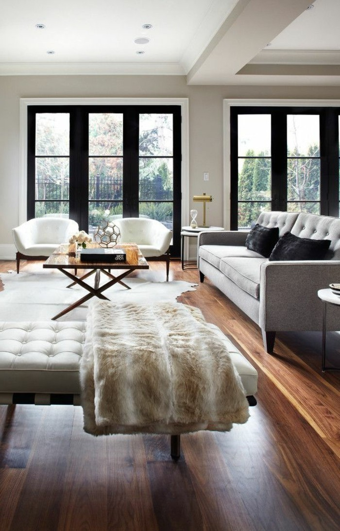 stilvolles-Interieur-in-Schwarz-Weiß-Grau-Parkettboden