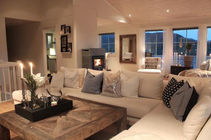 stilvolles-Wohnzimmer-Interieur-Couchtisch-Massivholz