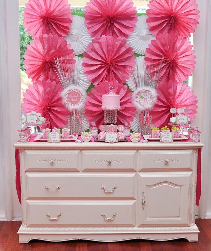 super-kokette-Dekoration-in-Pink-mit-Dornröschen-Elementen
