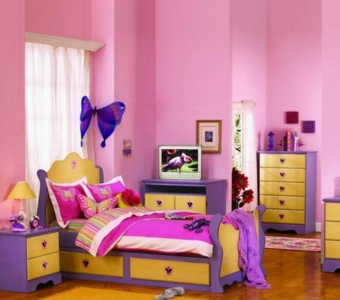 tapeten-für-mädchen-rosige-wände-und-schöne-möbel