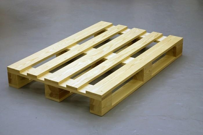tisch-aus-paletten-sehr-interessantes-und-einfaches-modell