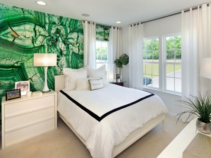 tolle-wandfarben-palette-grüne-wand- und weiße-gardinen-im-schlafzimmer