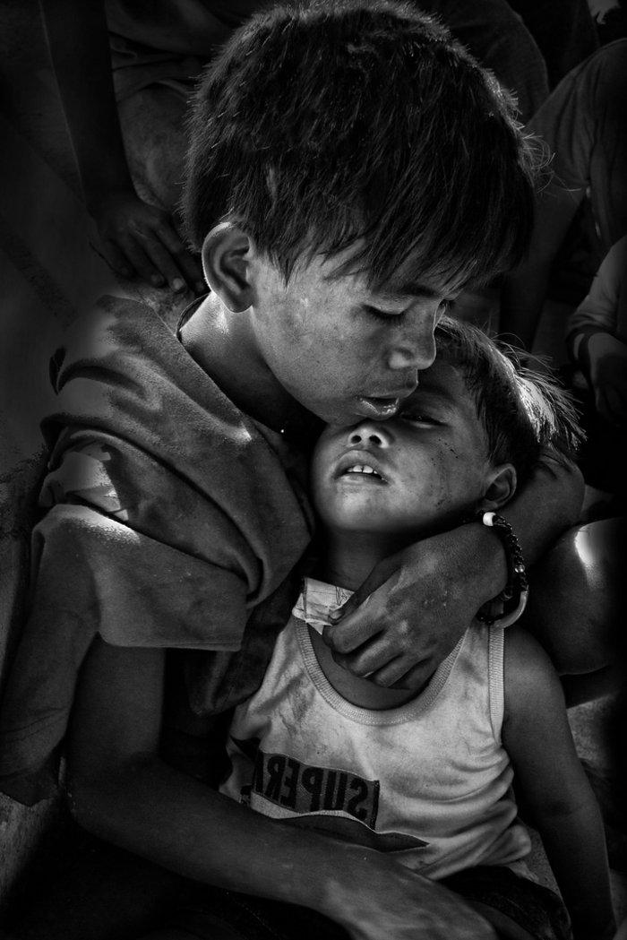 trauriges-Foto-von-kleinen-Jungen