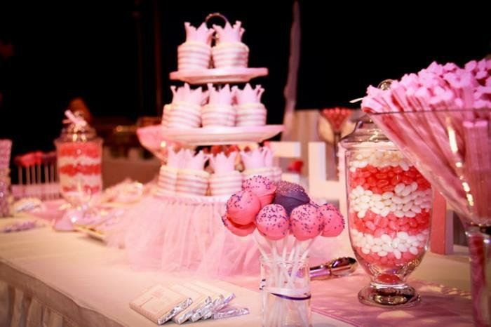 viele-rosa-Süßigkeiten-für-eine-Dornröschen-Party