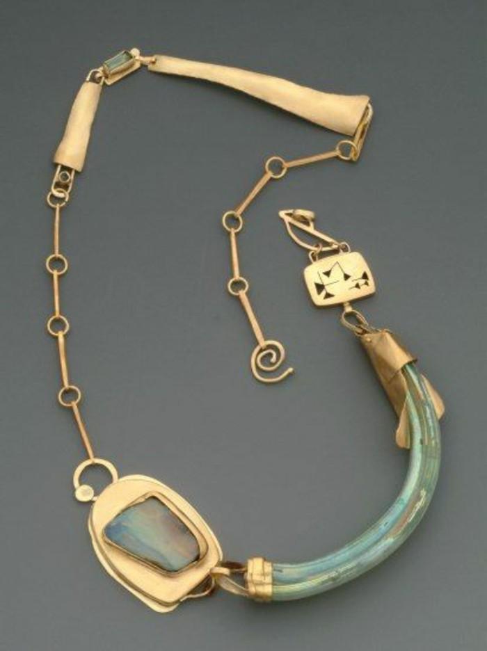 vintage-Damenschmuck-goldene-Kette-mit-Opal-Turmalin-Saphir