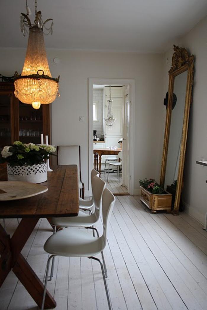 vintage-Esszimmer-Interieur-großartige-antike-Kronleuchter