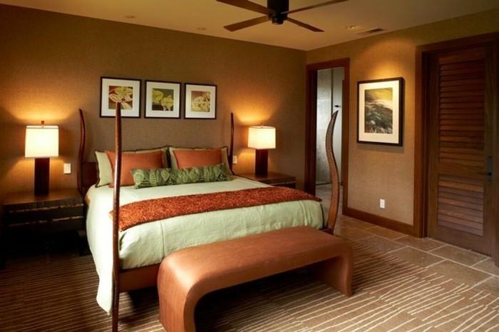 wandfarbe-gold-gemütliches-modell-schlafzimmer-bilder-über-dem-bett