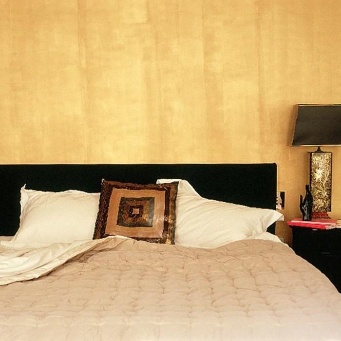 wandfarbe-gold-super-tolles-modell-schlafzimmer-mit-einem-interessanten-bett