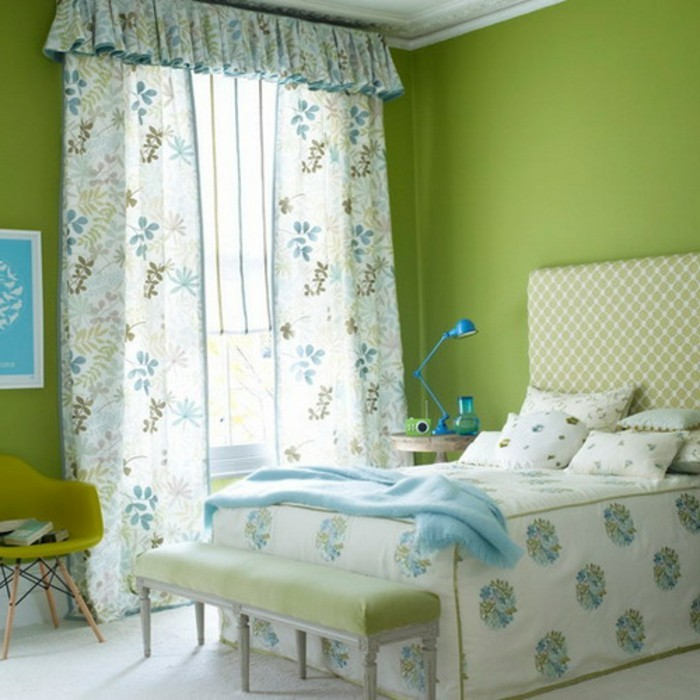 wandfarbe-grün-elegantes-modell-süße-gardinen