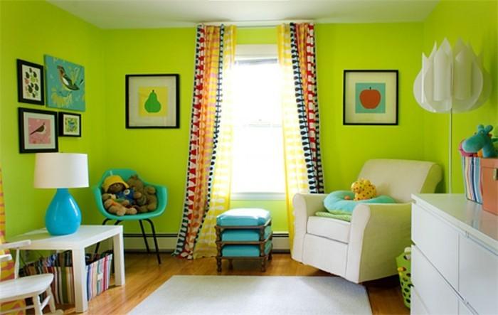 wandfarbe-grün-gemütliches-schlafzimmer-bilder-an-der-wand