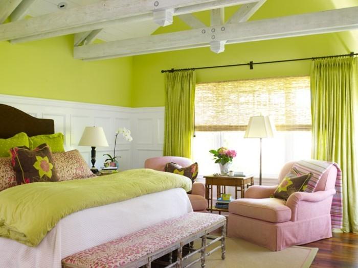 wandfarbe-grün-herrliches-schlafzimmer-mit-einem-rosigen-sessel