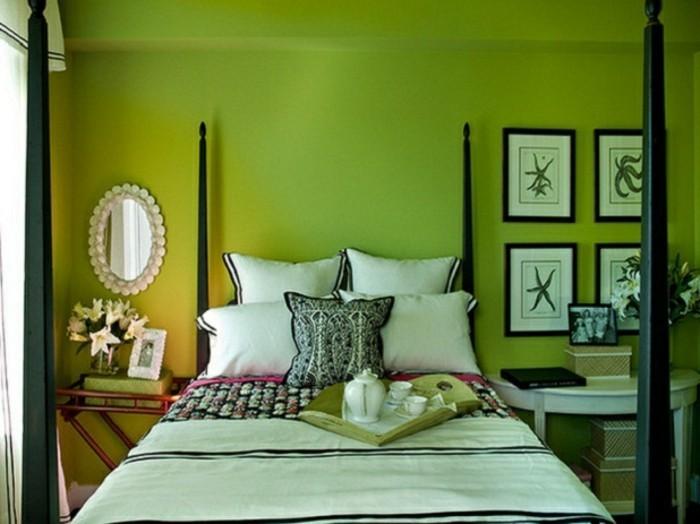 wandfarbe-grün-weiße-bilder-an-der-wand-im-schlafzimmer