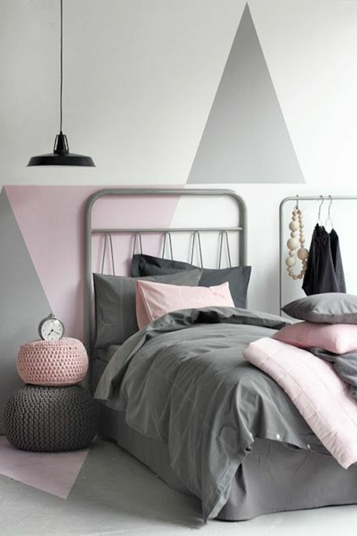 wandfarbe-grau-gemütliches-modell-schlafzimmer-rosige-nuancen