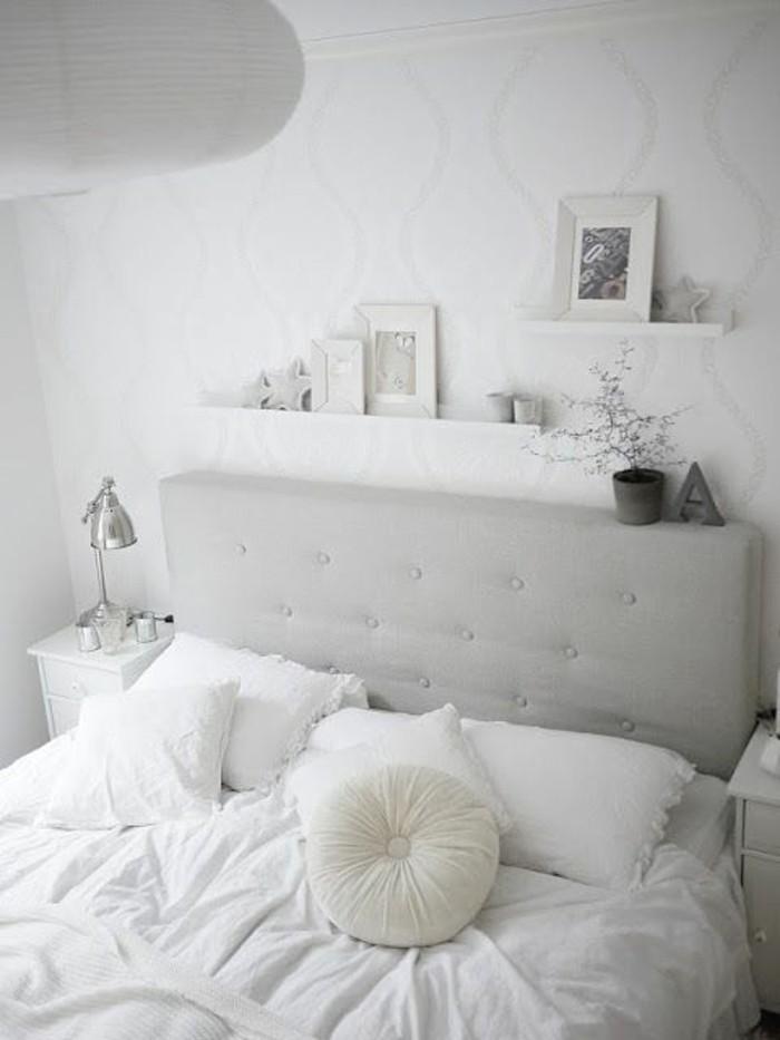 wandfarbe-weiß-einfach-gestaltetes-schlafzimmer
