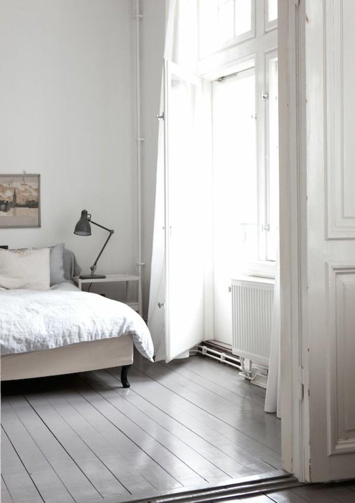 wandfarbe-weiß-elegante-gestaltung-schlafzimmer-weiße-gardinen