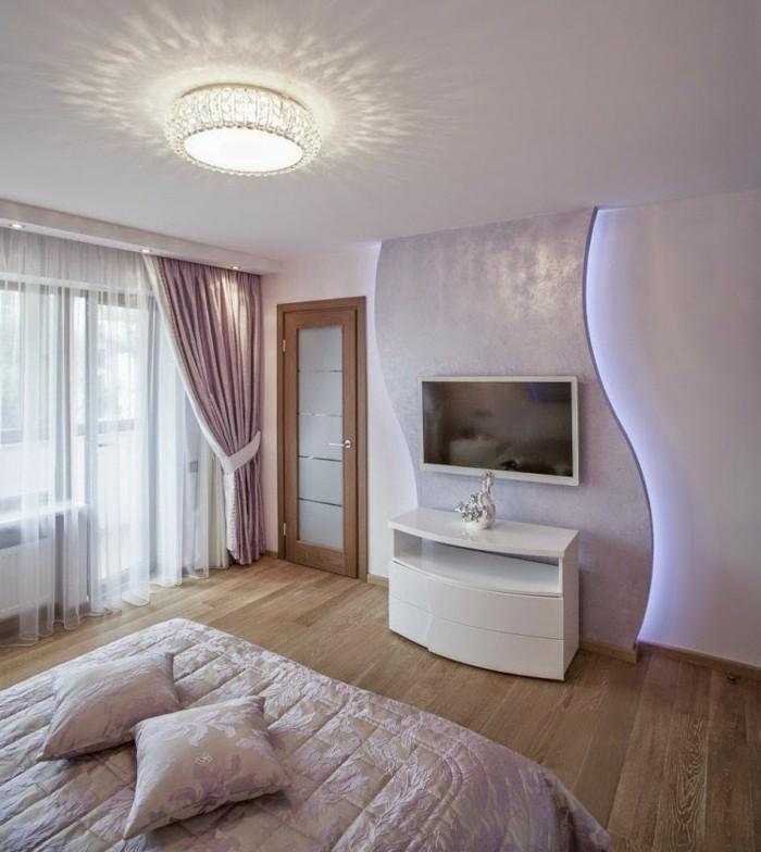 wandfarbe-weiß-indirekte-moderne-beleuchtung-im-schlafzimmer