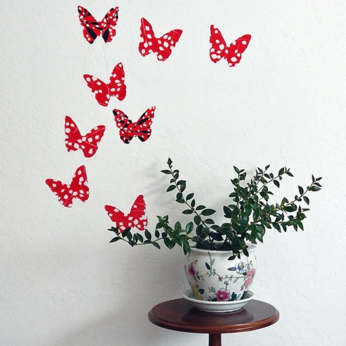 wandgestaltung-mit-farbe-interessante-rote-schmetterlinge
