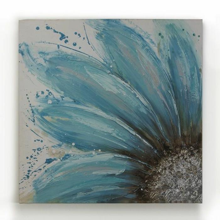 wandgestaltung-selber-machen-wunderschöne-bemalung-blaue-blume