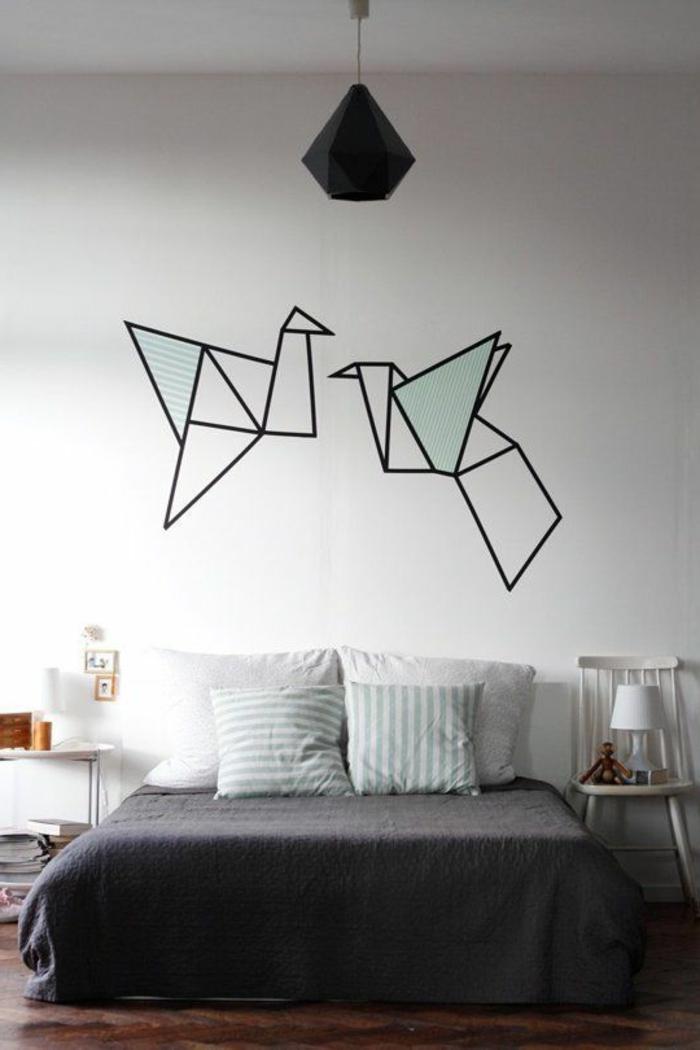 wandgestaltung-selber-machen-zwei-sehr-interessante-tauben-über-dem-bett-im-schlafzimmer