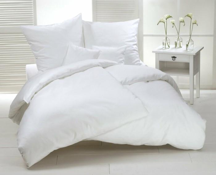 weiße-bettäsche-und-weißes-schlafzimmer-design