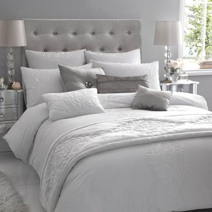 weiße-bettwäsche-elegant-satin-dekorative-lampen