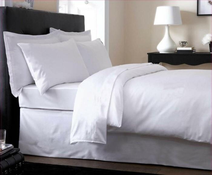 weiße-bettwäsche-hotel-schlafzimer