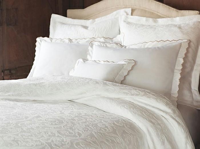 weiße-bettwäsche-modelle-dekorativ-rand