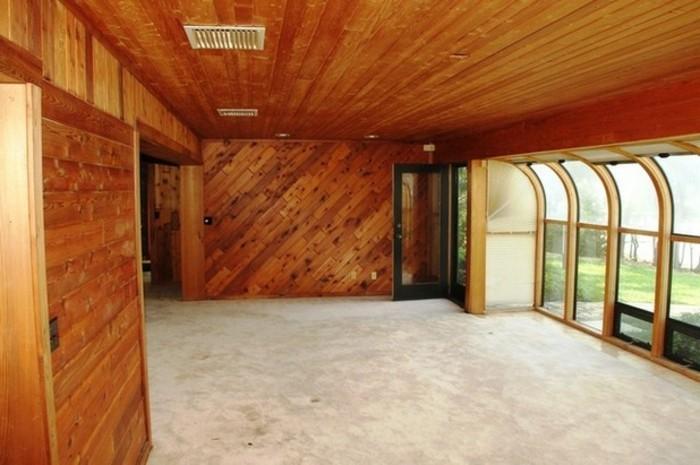 wohnzimmer-renovieren-hölzerne-wandgestaltung-große-fenster