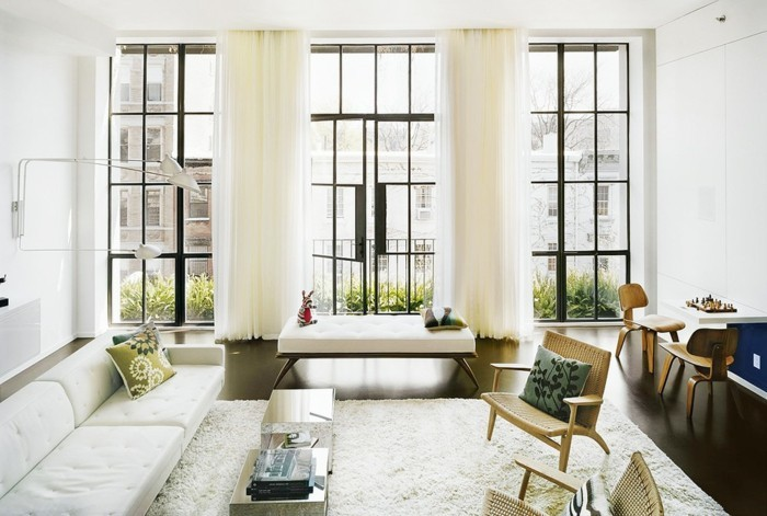 wohnzimmer-renovieren-super-große-fenster-schöne-möbel