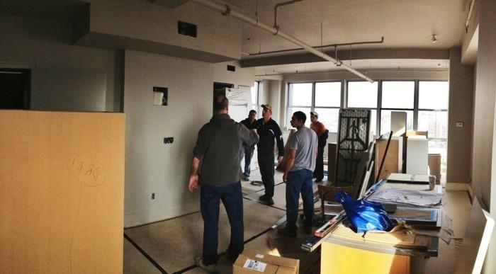 wohnzimmer-wandfarbe-arbeitsprozess-renovierung