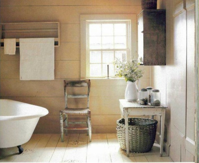 wunderschönes-baddesign-interessante-weiße-badewanne