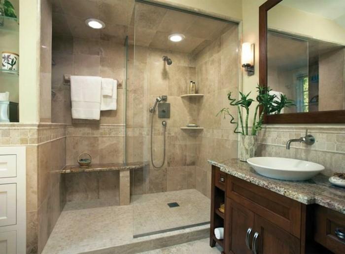 wunderschönes-baddesign-kleiner-raum-großer-spiegel