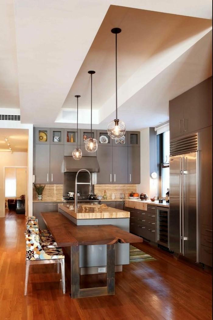wunderschönes-modernes-Küchen-Interieur-laminiertes-Parkett