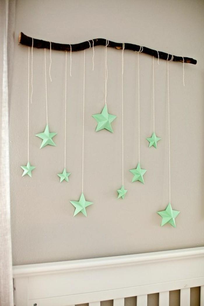 wundervolle-raumgestaltung-ideen-attraktive-wand-mit-hängenden-sternen