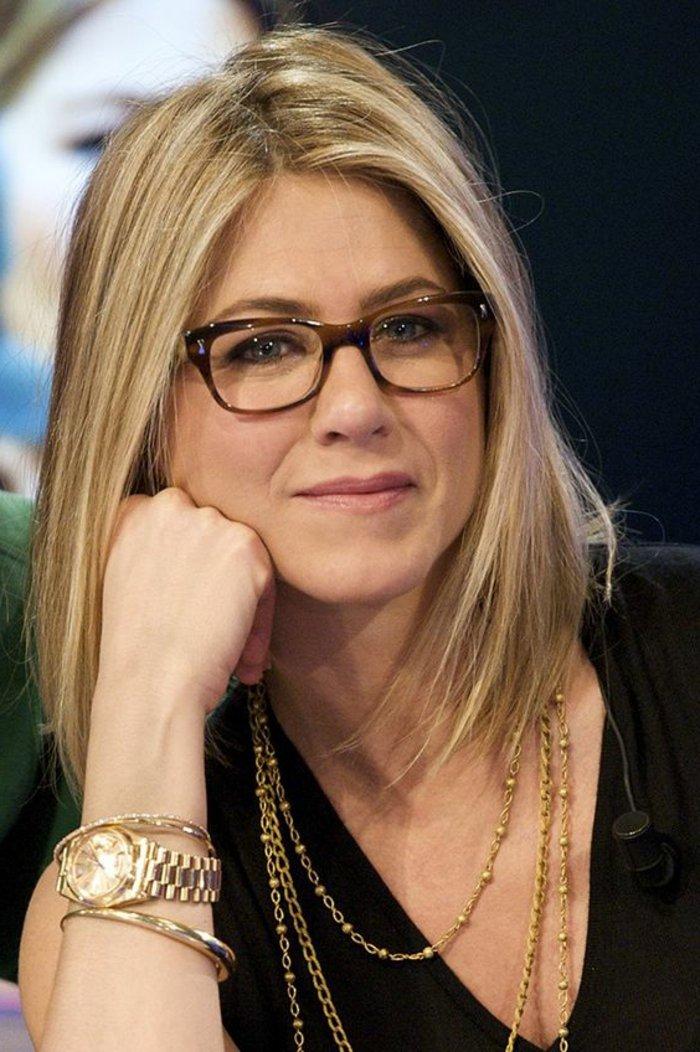 0-Jennifer-Aniston-mit-Nerd-Brillen