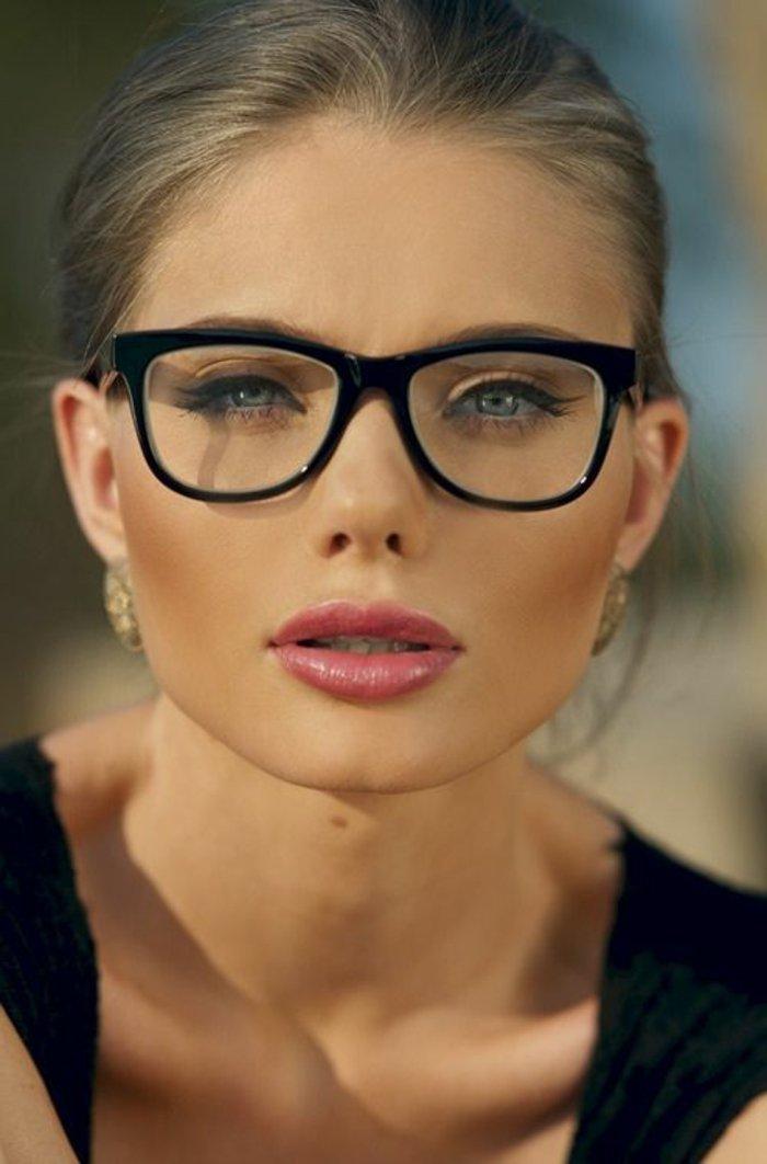 0-schwarze-retro-Brille-für-Damen
