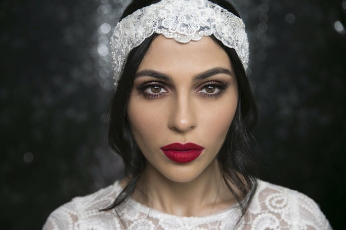 20er-jahre-style-rote-lippen-und-haarband