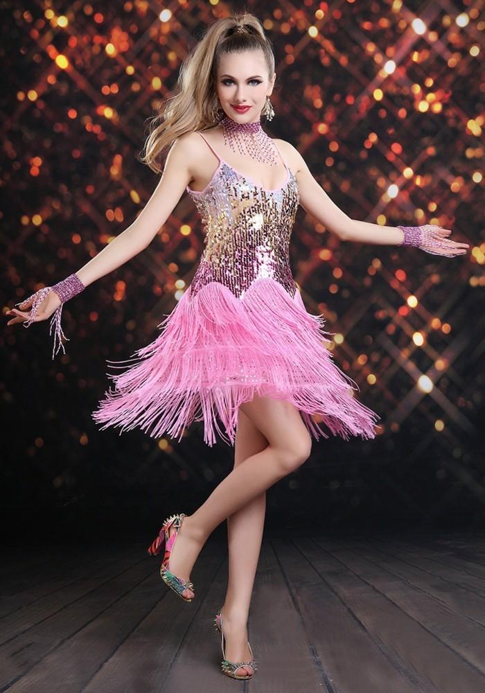 20er-jahre-style-wunderschönes-rosiges-kleid-tolle-dame